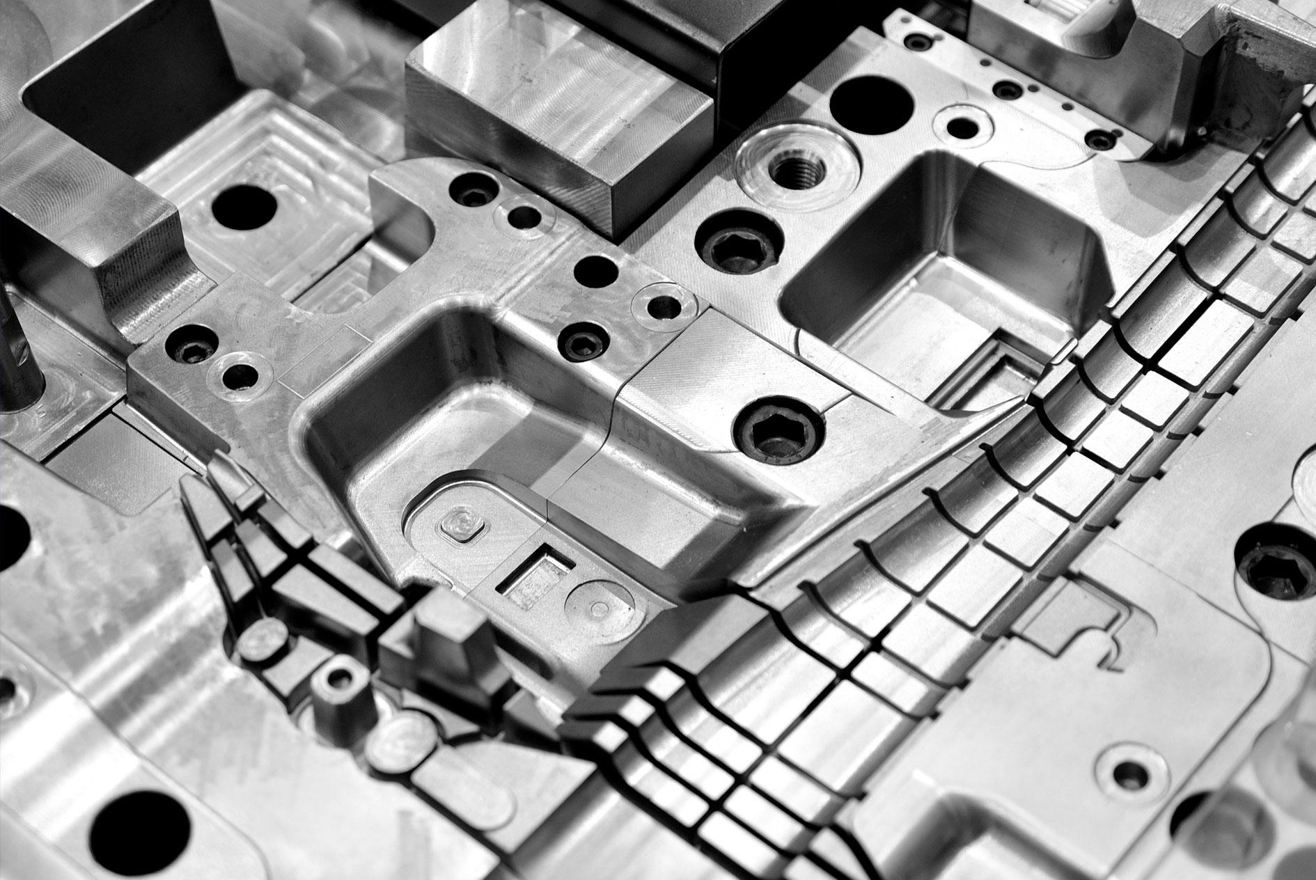 kkkoy-konetehdas-ruiskupuristusmuotti-muotit-alihankinta-metalliteollisuus-1