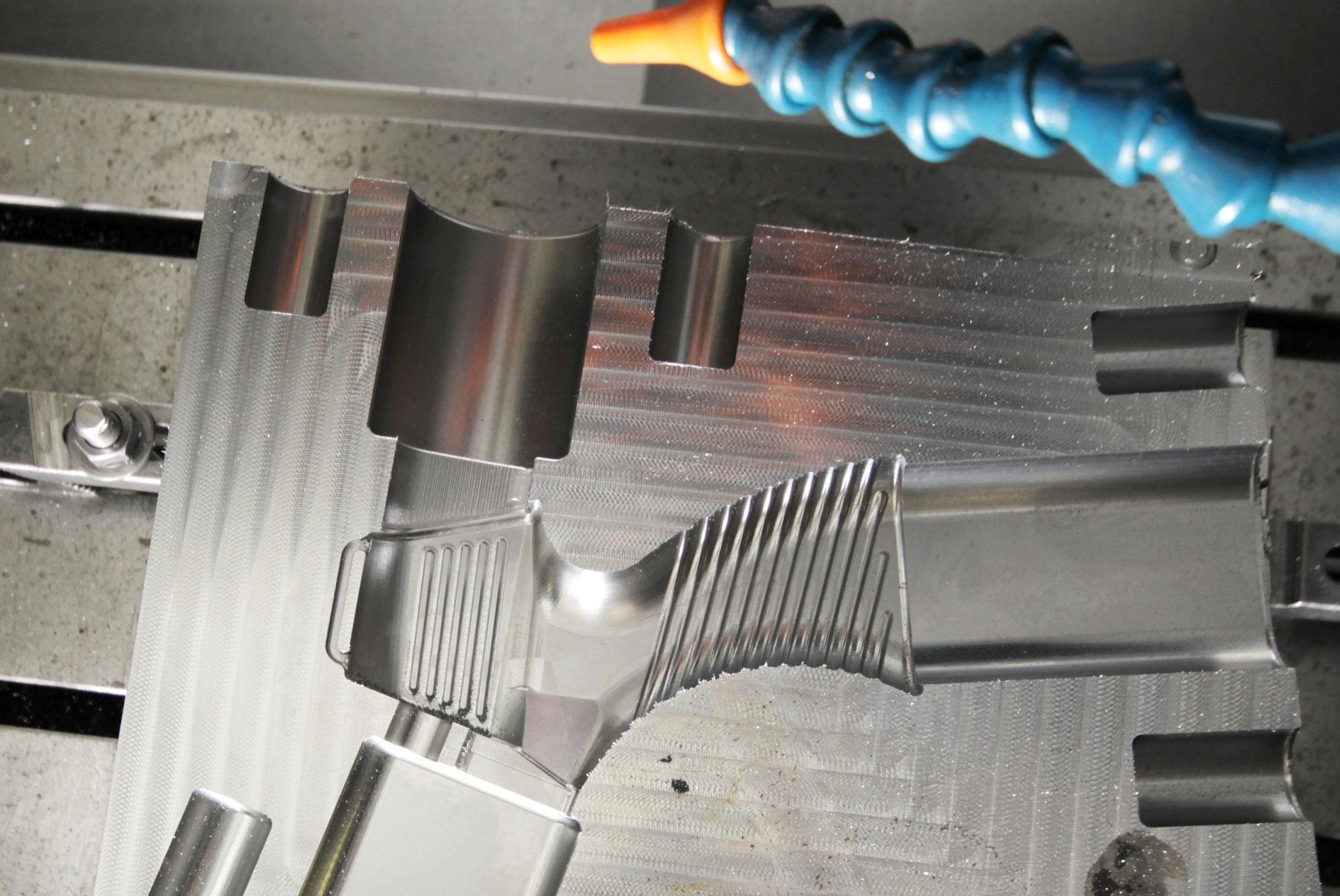 kkkoy-konetehdas-ruiskupuristusmuotti-muotit-alihankinta-metalliteollisuus-2