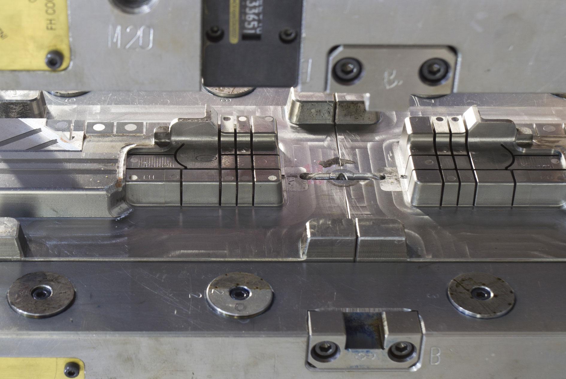 kkkoy-konetehdas-ruiskupuristusmuotti-muotit-alihankinta-metalliteollisuus-6